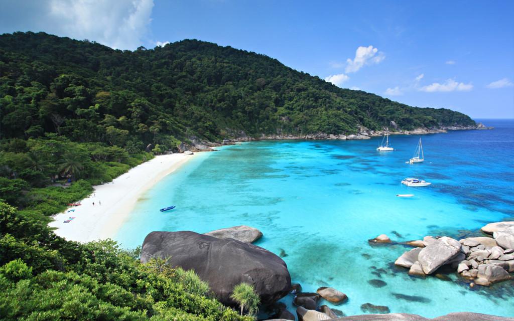 Terletak di Thailand, tempat ini menawarkan beragam destinasi cantik penuh pesona dengan beragam aktivitas seru untuk berbulan madu